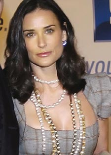 Demi Moore wearing varying ropes of pearls