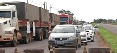 Caminhoneiros protestam contra proposta de tarifa de pedágio na MT-358 em Tangará da Serra