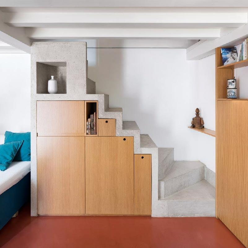 scala in calcestruzzo con vani contenitivi - Cyan House
