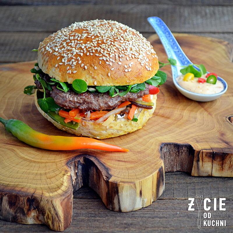 pazdziernik sezonowe owoce pazdziernik sezonowe warzywa, sezonowa kuchnia, pazdziernik, zycie od kuchni, burger, burger wolowy, burger orientalny,
