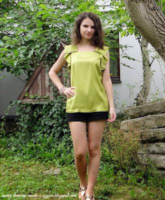http://maria-tamara-moda-i-szycie.blogspot.com/2014/08/jedwabna-bluzka-i-koronkowe-szorty.html