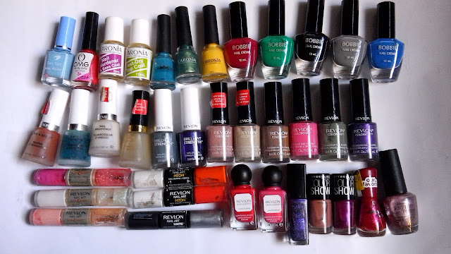 Top: San San, OMG, Caronia, Bobbie Nail Creme. Middle: Revlon Nail Care, Brilliant Strength, Colorstay. Band ottom: Revlon Nail Art in SUn Candy, Neon and Shiny Matte, Parfumerie, BYS, Maybelline COlor Show, Essence Colour & Go and Estilo.