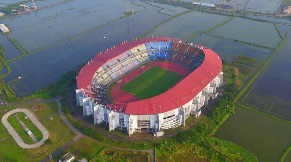 tempat wisata di Surabaya Stadion Gelora Bung Tomo