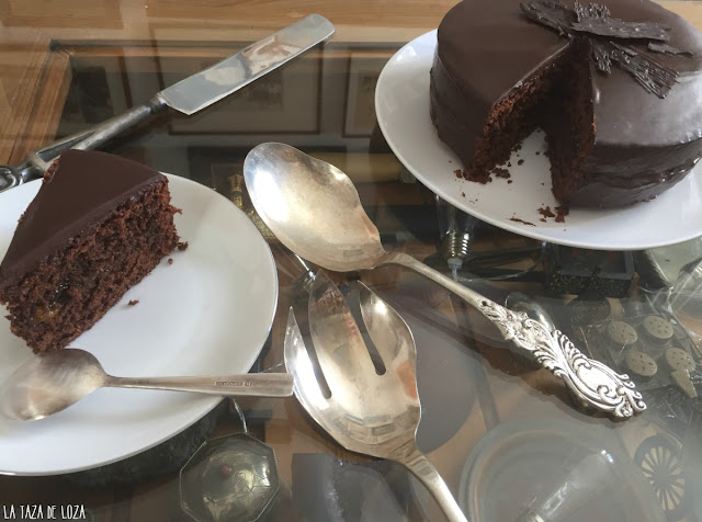 tarta-de-chocolate-rellena-de-mermelada-de-melocotón