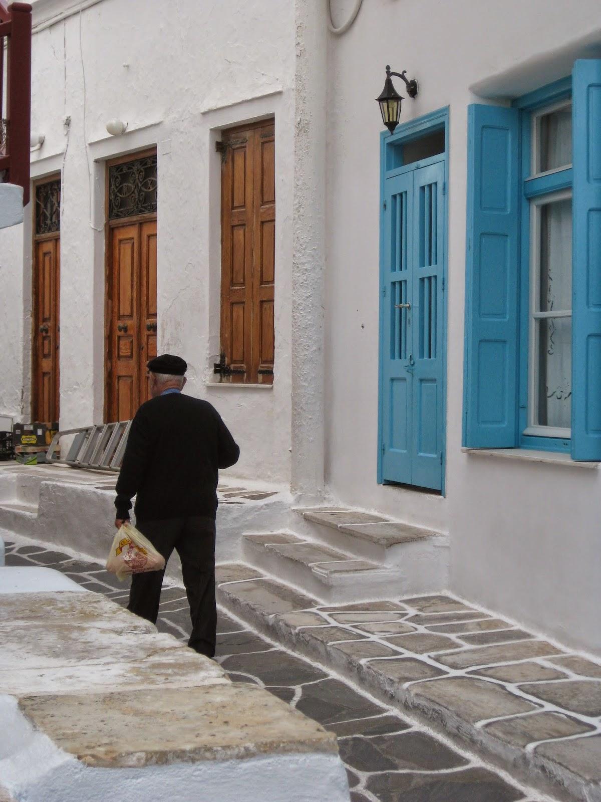 Mykonos - Exploring the windy streets