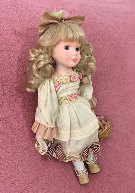 bonequinha de porcelana restaurada