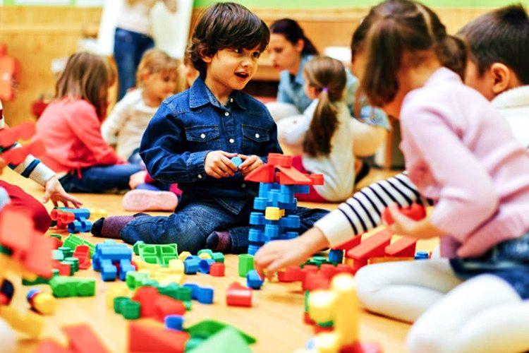 Arkadaşlarıyla gerektiği kadar oynamamaları zeka ve hayal güçlerine etki edecektir.