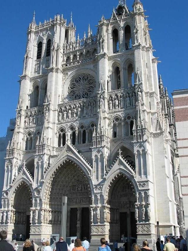 Amiens: uma das maiores catedrais do mundo, entrada do Paraíso