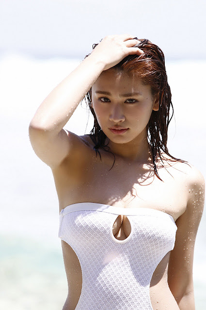 久松郁実 Hisamatsu Ikumi Sexy On Beach Images 18