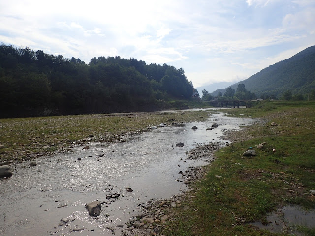 Kołoczawa - lekko zalany teren nadrzeczny