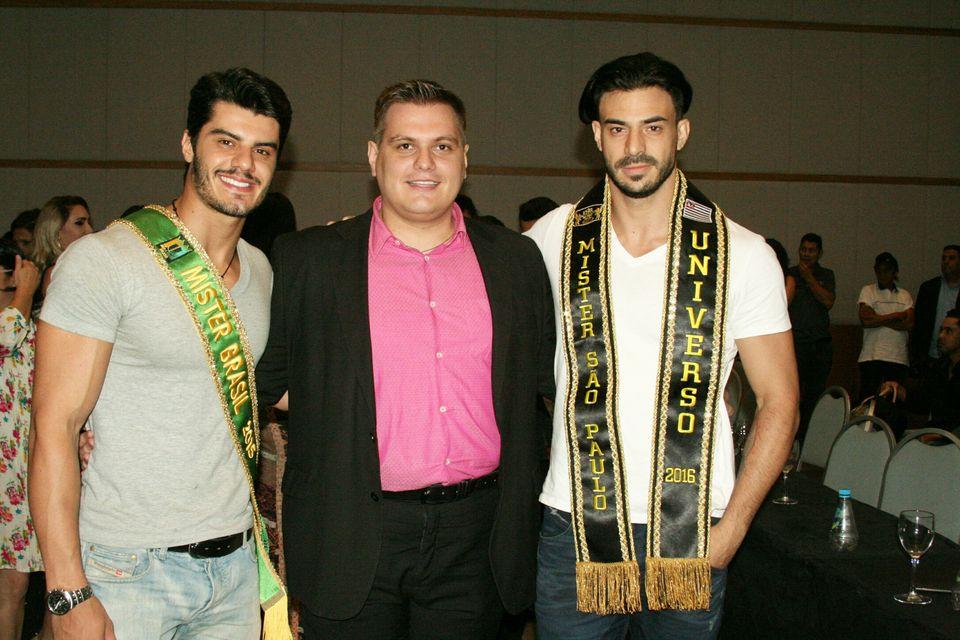O mister Brasil 2015 Mariano Jr. ao lado de Thiago Michelasi e Dhiego Paiva. Foto: Divulgação