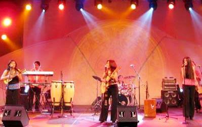 Foto del Grupo Marú en el escenario