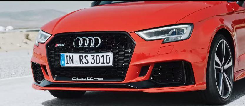 Nome modello e modella  Audi RS 3 Sedan  con macchina rossa su pista con Foto - Testimonial Spot Pubblicitario  Audi RS 3 Sedan  2016