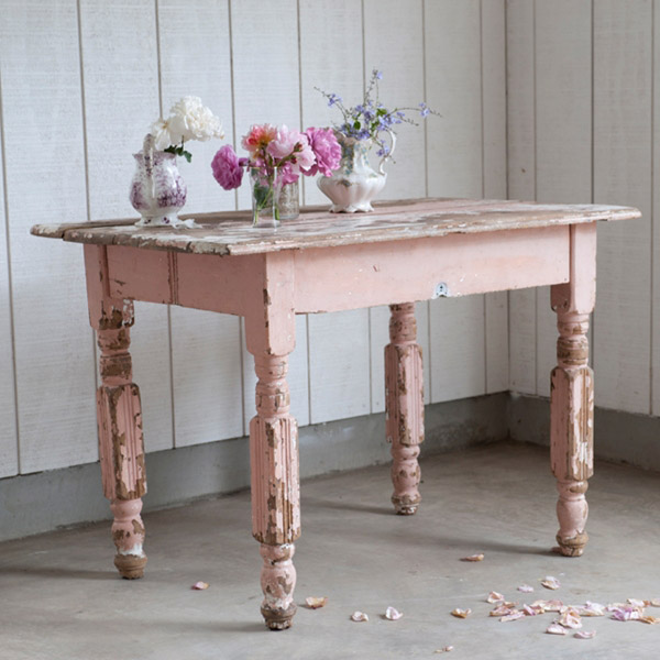 Very Eye For Design: Decorating With Distressed Pink Furniture ND24