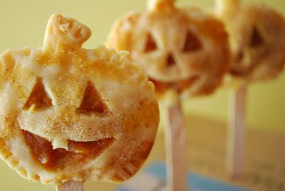 Рецепты выпечки на Хэллоуин, «Атака пауков» — имбирное печенье с шоколадом, Быстрая пицца «Дракула» на Хэллоуин, Быстрое шоколадно-овсяное печенье без выпечки, Десерт «Выколотые глаза» из мороженого, «Дом с привидениями» — пряничный домик Хэллоуин, Каннибал-печенье «Глаз» из воздушного риса, Кексы в паутине на Хэллоуин, Маффины «Веселая тыква» с шоколадной начинкой, Меренги-привидения на Хэллоуин, Мини-тортик «Ведьмина тыква», «Мозговые» кексы с глазурью, «Мумия» — сосиски в тесте, «Ноги гоблина» — печенье без выпечки, Ночь ожившего хлеба, «Пальцы гоблина» — печенье на Хэллоуин, Паучья пицца на Хэллоуин, Песочное печенье-скелетики, Печенье «Вуду» на Хэллоуин, Печенье на Хэллоуин Chocolate Chip, Печенье «Пальцы ведьмы», Печенье «Пальцы ведьмы» с шоколадом, Печенье «Привидения» с помадкой, Печенье со сливой «Сердечки», Пирожные «Паучок» без выпечки, Сахарные косточки и забавные привидения на Хэллоуин, «Сахарные тыквы» — печенье с глазурью, «Скелетики» — шоколадное печенье, Сладкий ужас. Идеи оформления тортов на Хэллоуин, Слойки «Тыковка на палочке», Сырный торт с шоколадными батончиками «Марс» на Хэллоуин, «Черная кошка» из печенья и шоколада, Шоколадные кексы с паутиной, Шоколадные мышки — пирожные без выпечки, Кошмарное меню на Хэллоуин или Кухня ведьмы (выпечка), Хэллоуин, блюда на Хэллоуин, рецепты на Хэллоуин, праздничные блюда, оформление блюд на Хэллоуин, праздничный стол на Хэллоуин, блюда-монстры, меренги, безе, сладости, сладости на Хэллоуин, десерты на Хэллоуин, блюда мз яиц, блюда из белков, печенье на Хэллоуин, торты на Хэллоуин, пирожные на Хэллоуин, пицца на Хэллоуин, выпечка на Хэллоуин, http://prazdnichnymir.ru/,декор блюд на Хэллоуин, рецепты на Хэллоуин, Хэллоуин, праздничные блюда на Хэллоуин, рецепты,,Hallows' Eve, All Saints' Eve, на Хэллоуин, идеи на Хэллоуин, еда на Хэллоуин, выпечка на Хэллоуин, выпечка, выпечка праздничная, тыква, из тыквы, слойки, слойки с тыквой, слойки на Хэллоуин, на палочке, десерты на палочке, угощение на Хэллоуин, рец