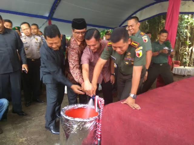 Danrem 082/CPYJ Resmikan Rehabilitasi Sumur Baru Di Desa Manggis