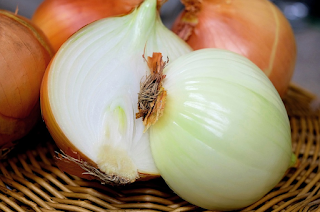 How To Apply Onion Juice On Hair, Onion benefits for hair.