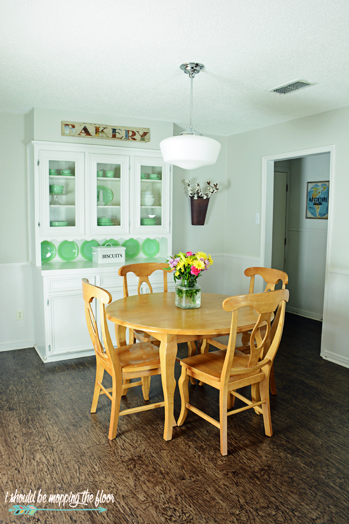 Our 1970's Breakfast Room Makeover | See how we did a budget-friendly makeover on our 1972 breakfast area.