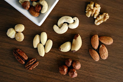Dry nuts protein