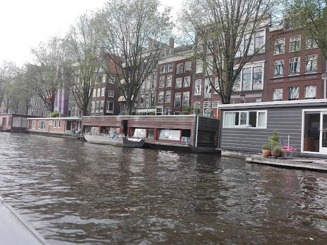 Las casas flotantes de Ámsterdam (@mibaulviajero)