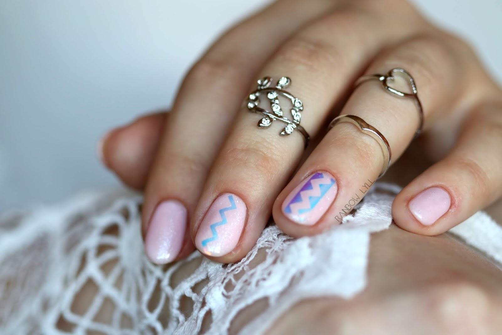 e02e39128dedfa ... gdy pomalowałam nim paznokcie to się w nim zakochałam. :) A gdy dodałam  naklejki to już w ogóle było cudeńko. :) A wszystko w oprawie ubrań od Zaful .