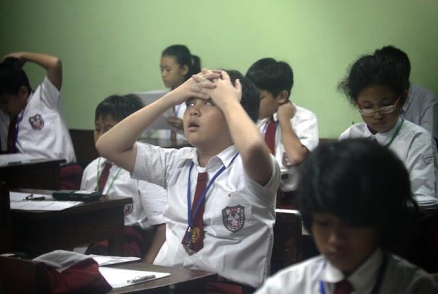 Di Sekolah, Kita Dipaksa Memahami Segalanya!