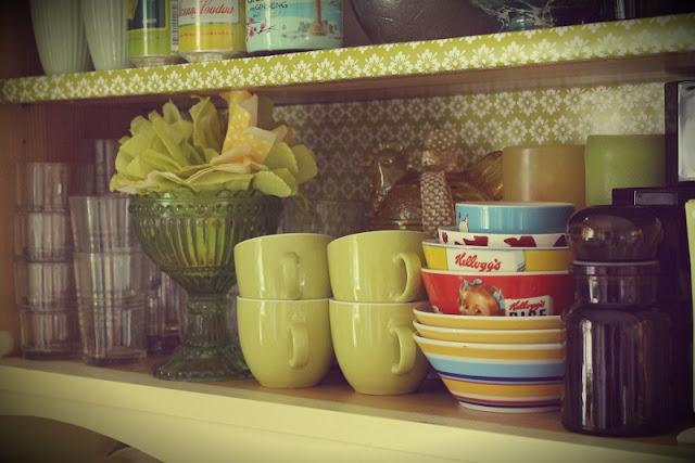 astiakaappi, astiat, lasit, mukit, kulhot