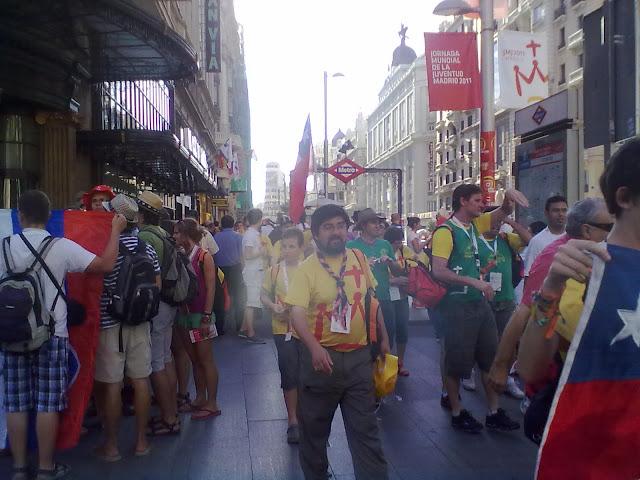 La Manifestación Laica contra el gasto del Papa en Madrid se interpone a la JMJ en el centro de Madrid