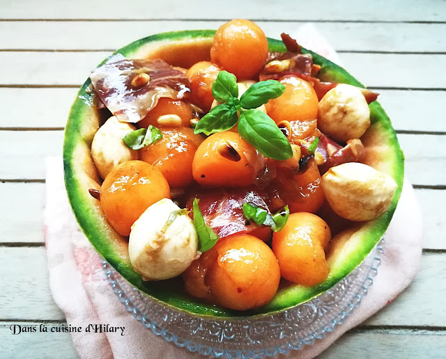 Salade gourmande de melon, cabezada embuchada, mozzarella, pignons et basilic - Dans la cuisine d'Hilary