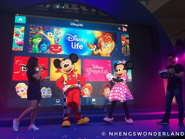 DisneyLife App - Mickey and Minnie Mouse