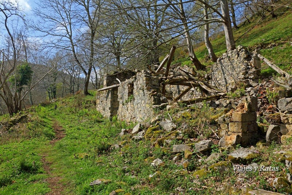 Pueblo abandonado de la Cueva, Ruta del Chorrón, Asturias