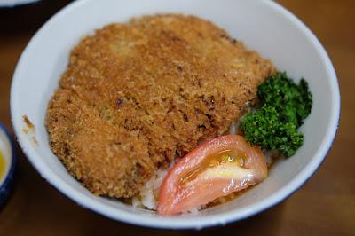 鳥取の食堂・素ラーメン 武蔵屋食堂 カツ丼(牛肉)