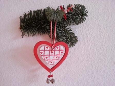 weihnachtliche Wanddekoration mit Herz