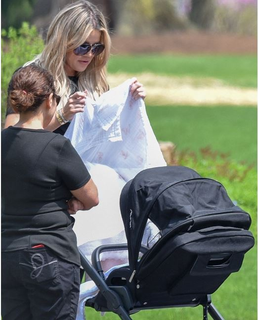 khloe-kardashian-baby-post-curves-picture