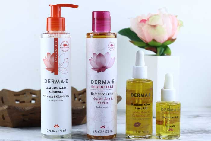 DERMA E skincare natural radiant collection review.  These natural skincare products will help your skin look and feel amazing.  DERMA E is one of my favorite natural skincare brands.  Organic skincare helps you look amazing with natural ingredients.  These should be part of your natural beauty regimen.  Natural health and beauty for better looking skin.  #dermaesocial #dermae #naturalskincare #organicskincare #naturalbeauty #beauty #skincare