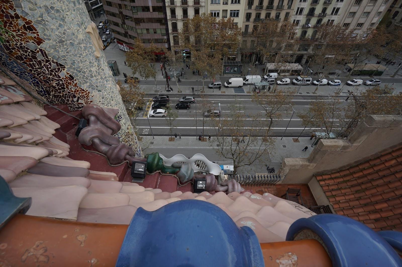 カサ・バトリョ(Casa Batlló) グラシア通りを望む