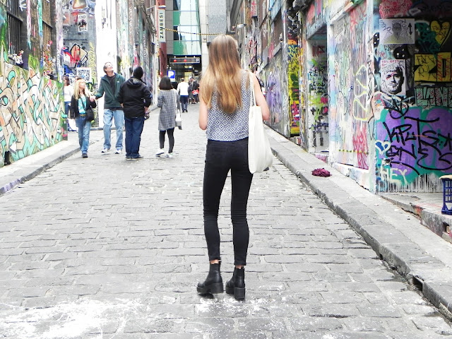 graffiti lanes, Melbourne, travel diary, milky way blogger