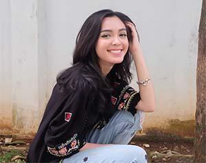 Claudia Andhara Foto Tebaru