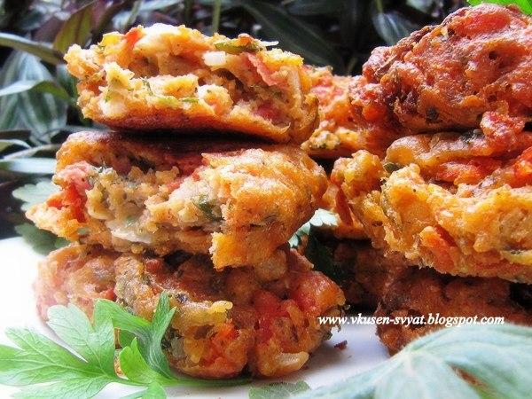 Доматокефтедес традиционни пържени доматени кюфтенца от Санторини/ Tomatokeftedes Тraditional Fried Tomato Patties from Santorini