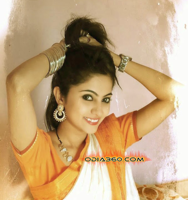 Jhilik Bhattacharjee Hot Pics, Photos, Images, Walls, Real life Pictures