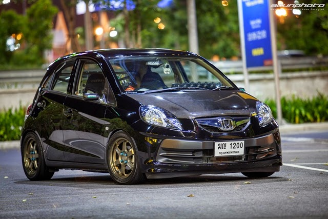 Modifikasi Honda Brio Hitam