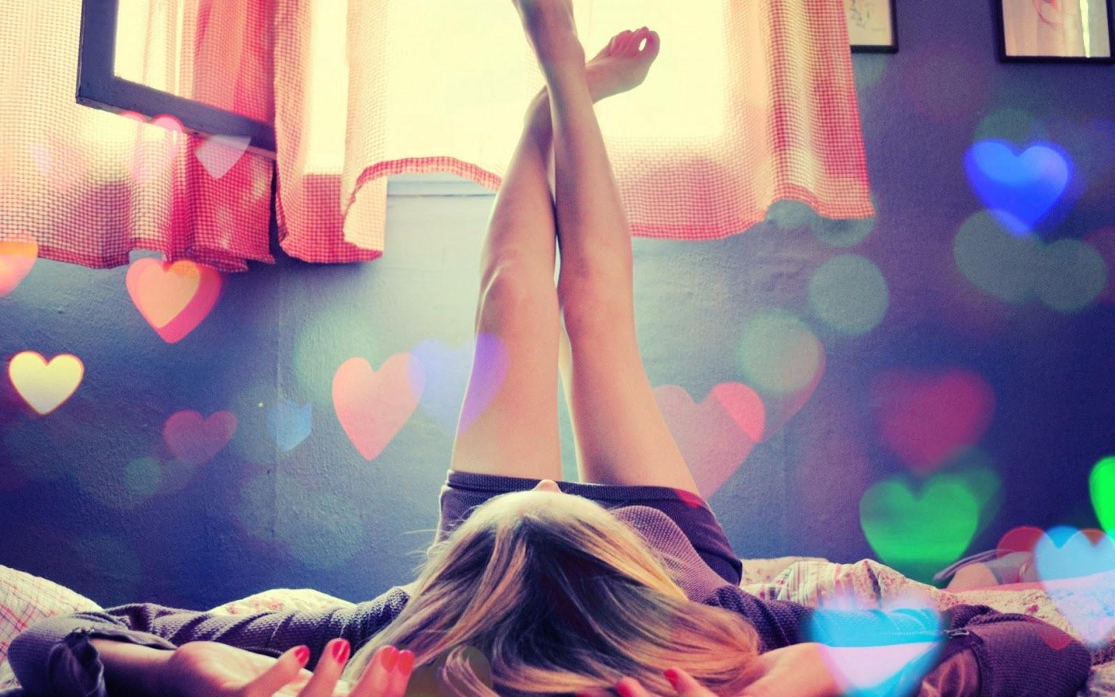 Girl-In-Love-at-bed-dream-window.jpg