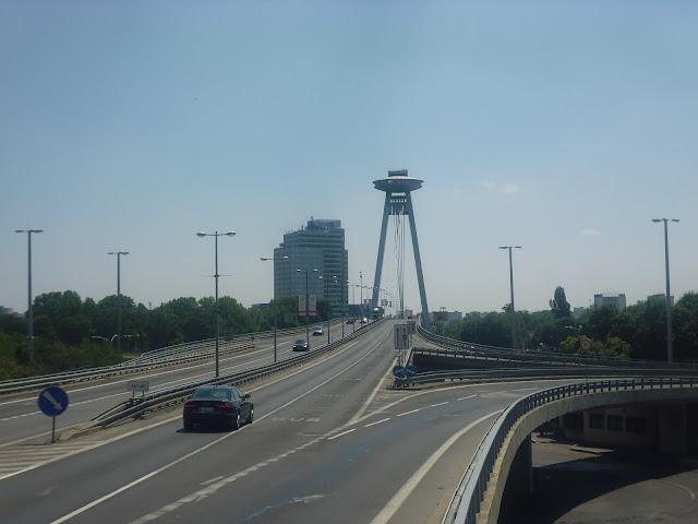 Novy Most, el puente nuevo (Bratislava) (@mibaulviajero)
