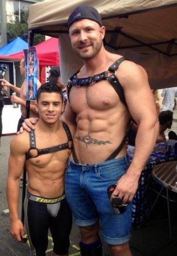 Gay Bottom Pics 14
