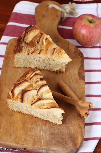 Torta di mele semi integrale con noci, nocciole e mandorle