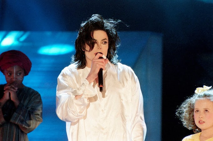 Michael Jackson - Earth Song (Brit Awards 1996)