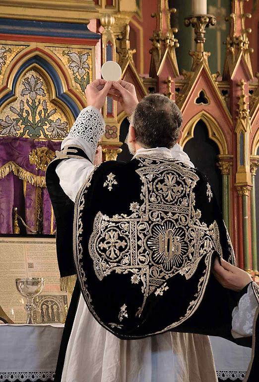 Na igreja de St-Eugene Ste-Cecile, foi celebrada uma missa de réquiem  pelo repouso eterno do rei de Jerusalém Balduíno IV