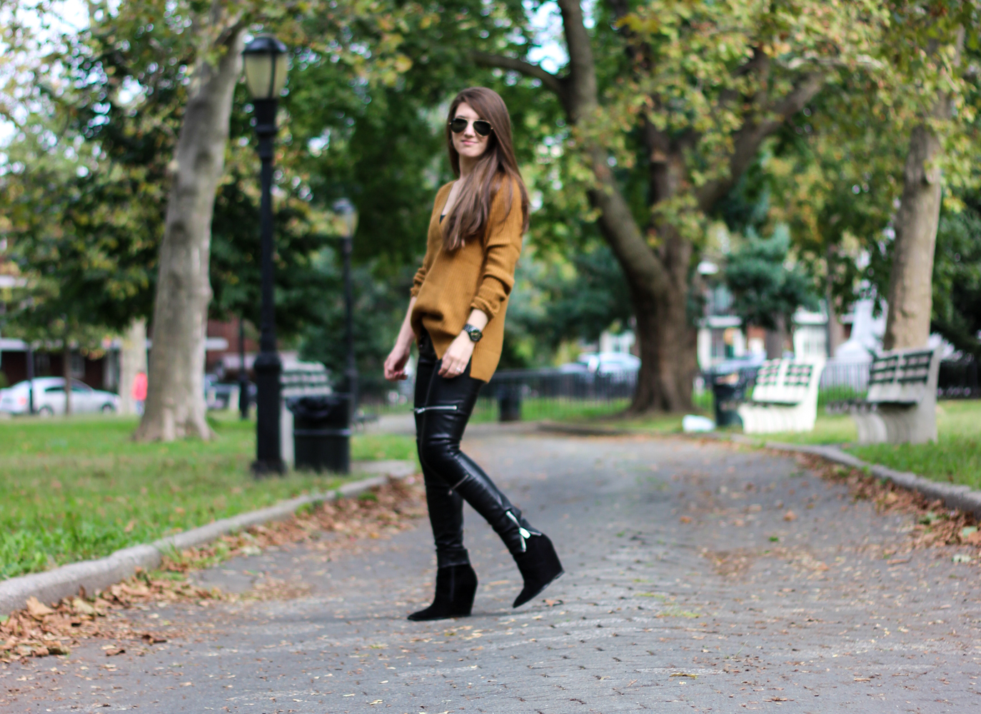 Fall Fashion | Chunky Sweaters and Leather Pants