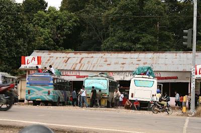 bus Pontianak Kuching sedang beristirahat