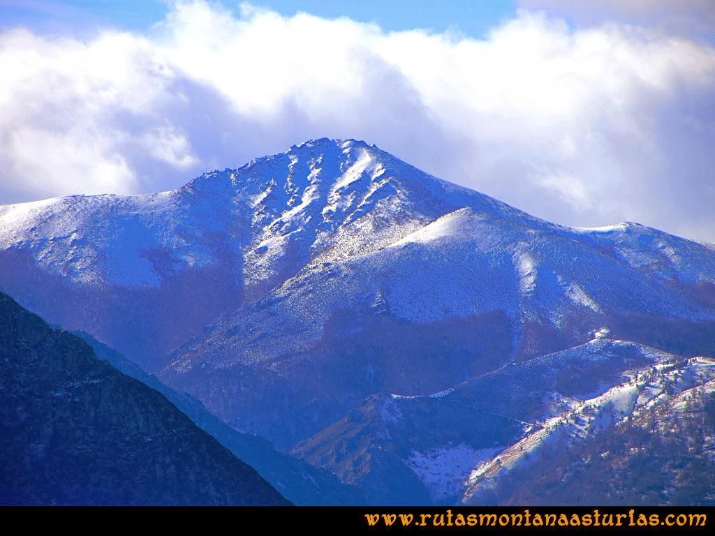 Rutas Montaña Asturias: Vista del pico Ferreirúa